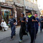 سعوديات يمارسن الرياضة بعباءات ملونة وسط جدل واسع
