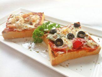 بيتزا بشرائح التوست