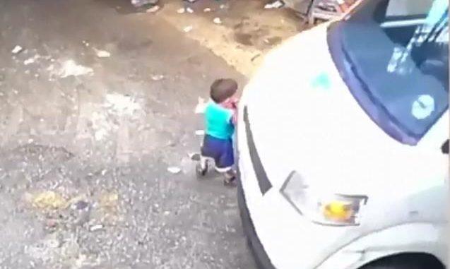 طفل صغير