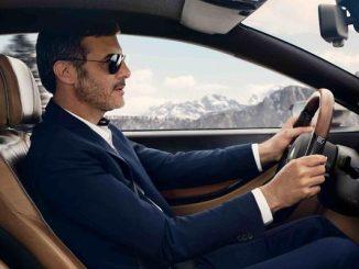 مقعد سائق السيارة