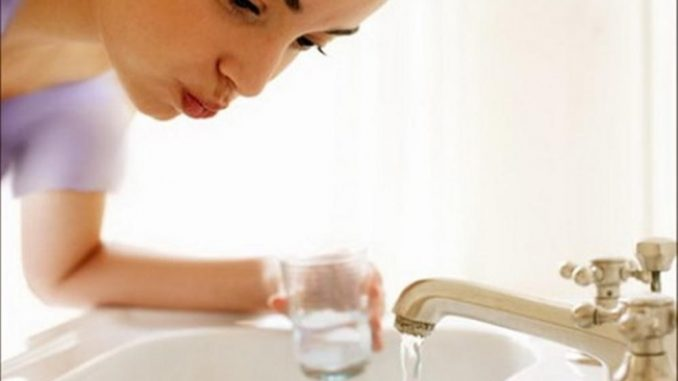 غرغرة الماء والملح